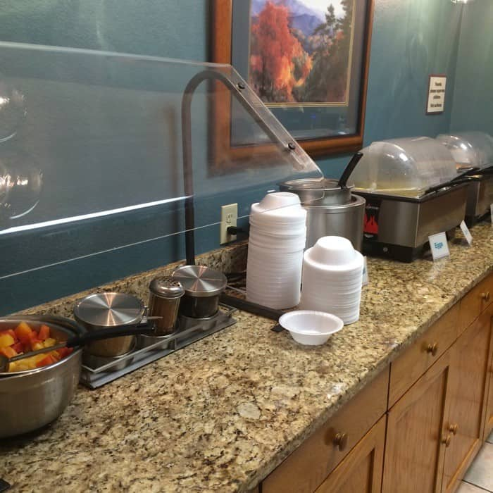 The Greystone Lodge On The Riverbreakfast