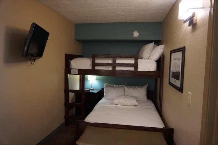 bunk-beds-bedroom-greystone-lodge-gatlinburg