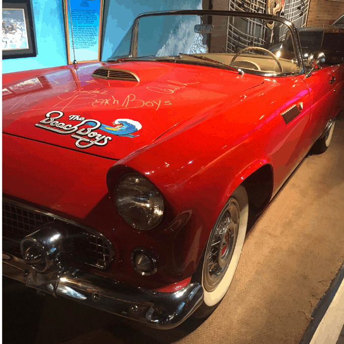 beach-boys-car-hollywood-museum-gatlinburg