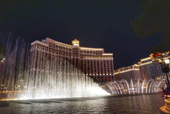 nightime-bellagio-fountains-budget-travel