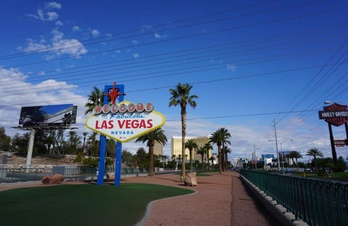 welcome-las-vegas-sign-budget-travel