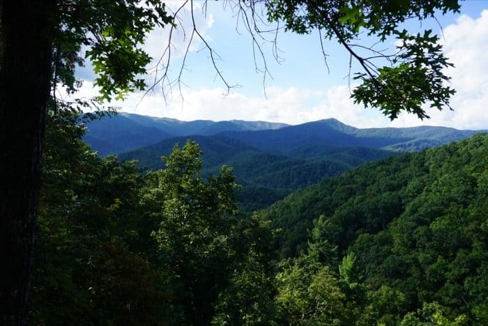 scenic-view-smoky-mountains-laurel-falls