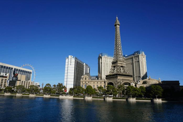 vacation - las-vegas-strip-eiffel-tower