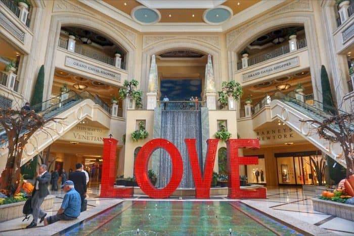 las-vegas-vacation-saving-money-venetian-hotel