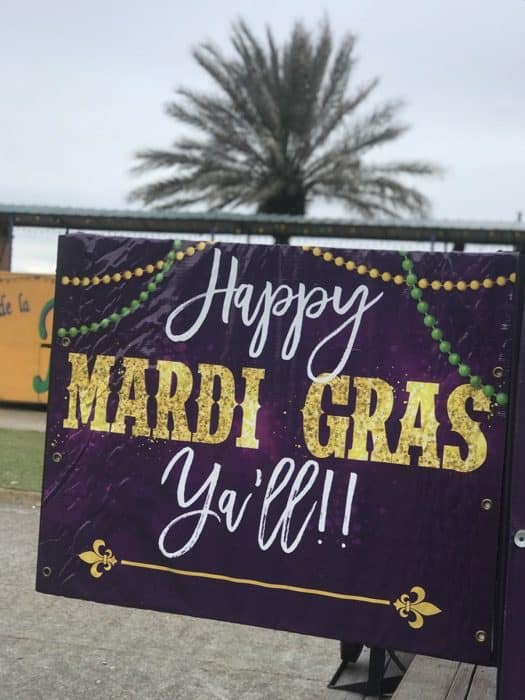 mardi-gras-childrens-parade-welcome-sign