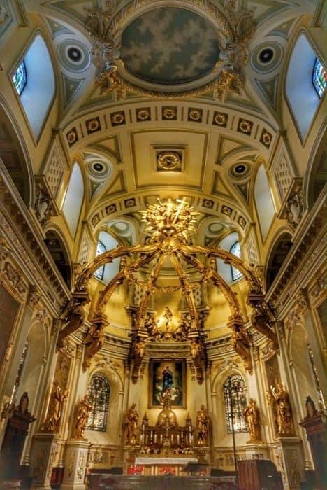inside Notre-Dame-de-Québec Basilica