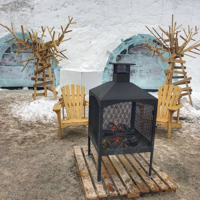 warming station winter carnival in Quebec