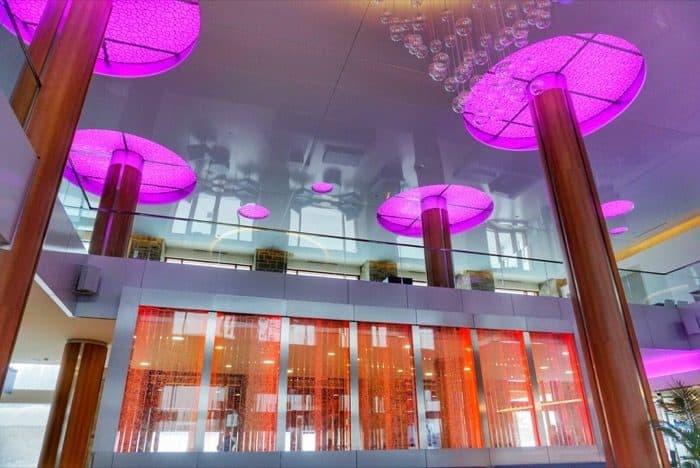 Hotel Valcartier lobby