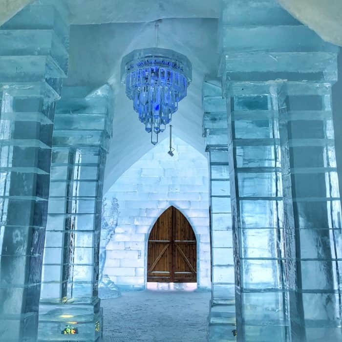 ice chandelier at Hotel de Glace