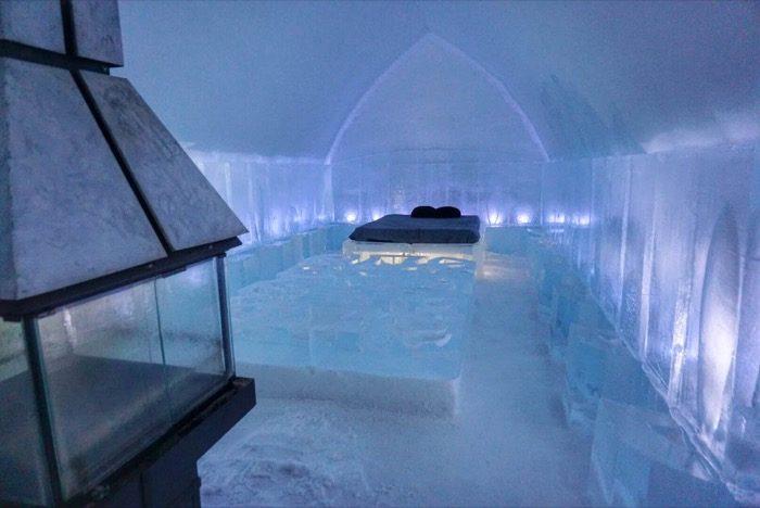 bedroom at Hotel de Glace
