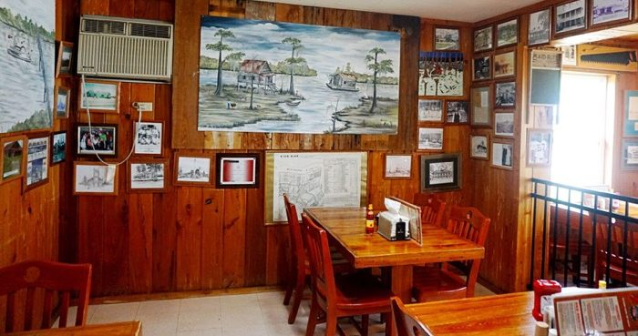 dining area at Spuddy's Cajun Foods