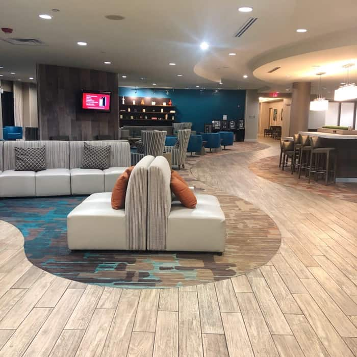 Lobby of Courtyard by Marriott – Gulfport Beachfront in Gulfport, MS