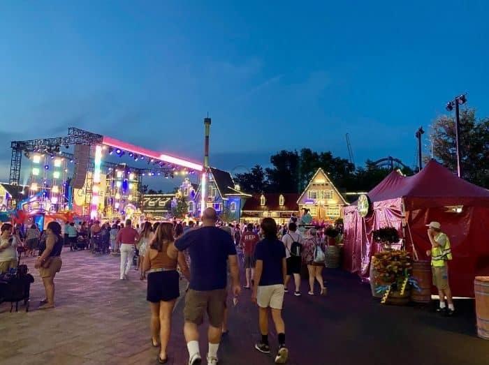 main stage-Grand- Carnivale- Kings-Island