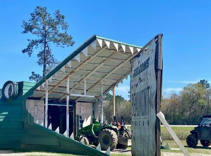 gator roadside attraction at Gator Country Wildlife Adventure Park