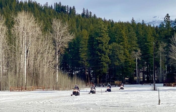 group on Leavenworth Snowmobile Tours in Washington