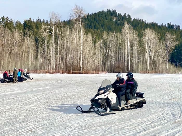 couple on Guided Tour with Leavenworth Snowmobile Tours