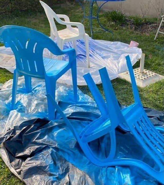 spray paint plastic chair