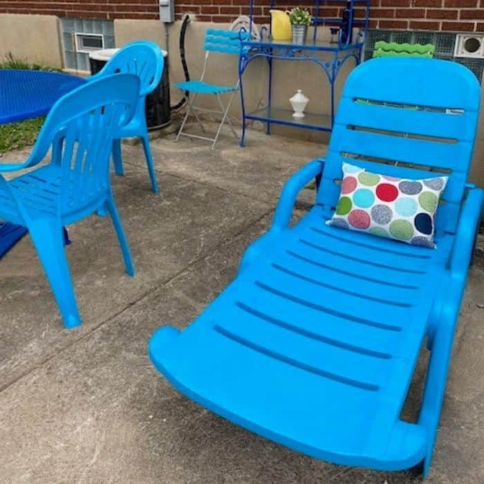 painted plastic outdoor furniture