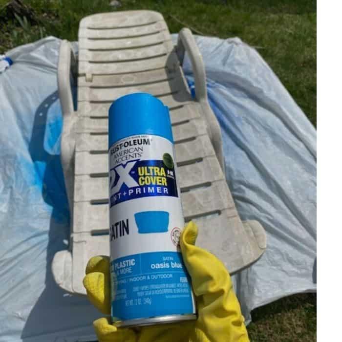 spray paint plastic lounge chair