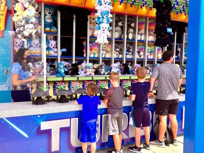kids playing a game at Kings Island