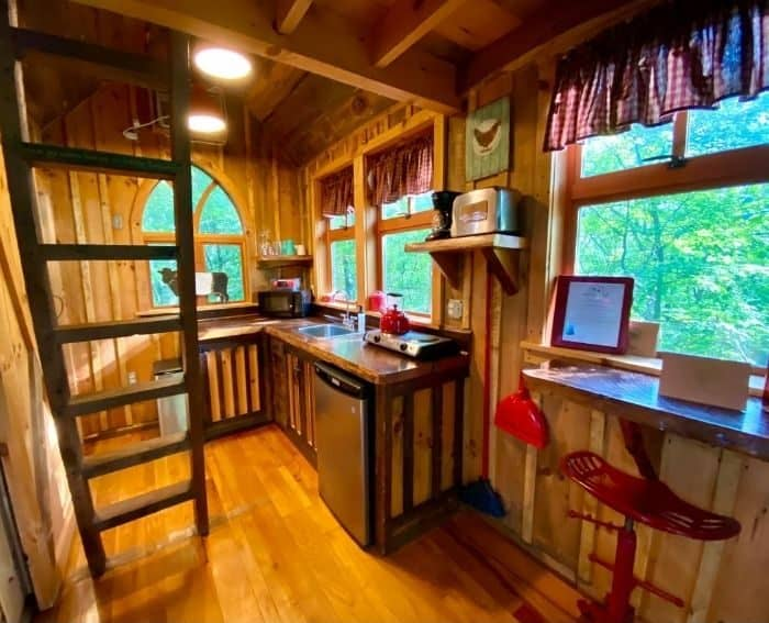 Kitchen of the Little Red Treehouse at the Mohicans