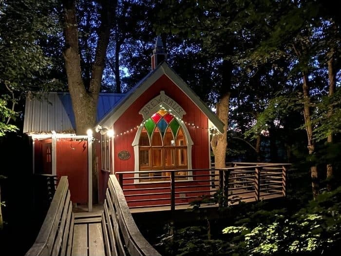 the Little Red Treehouse at the Mohicans at night