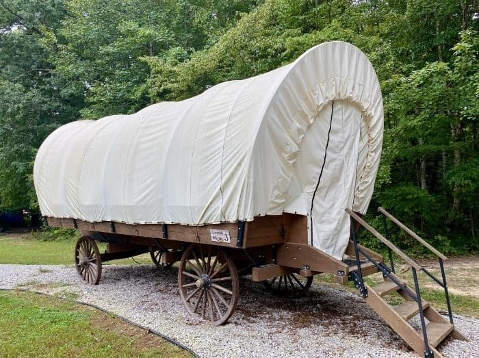 Covered wagon near Cumberland Falls