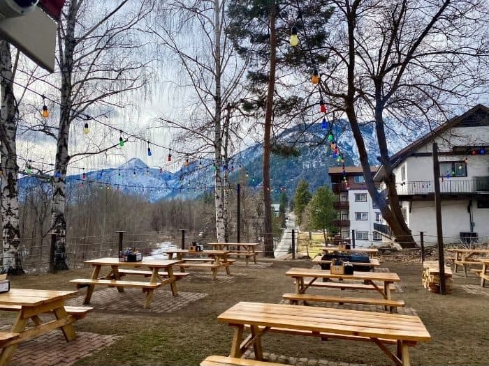 outdoor seating at Yodelin Broth Company in Leavenworth WA