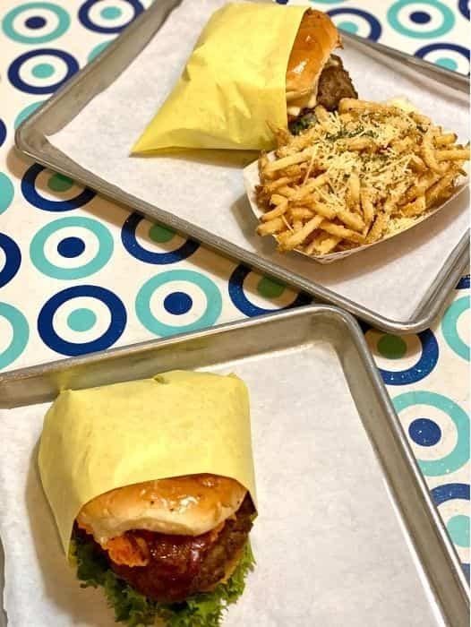 burgers at Willy Burger