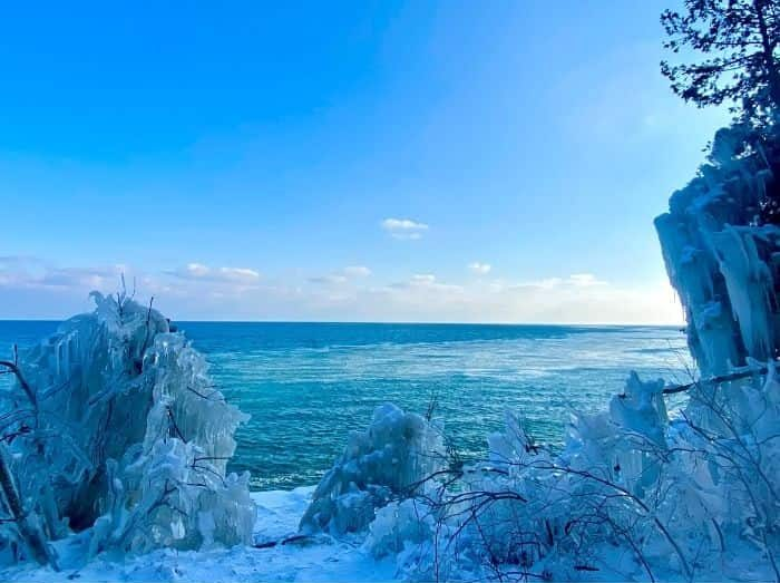 scenic view of Cave Point County Park in the winter