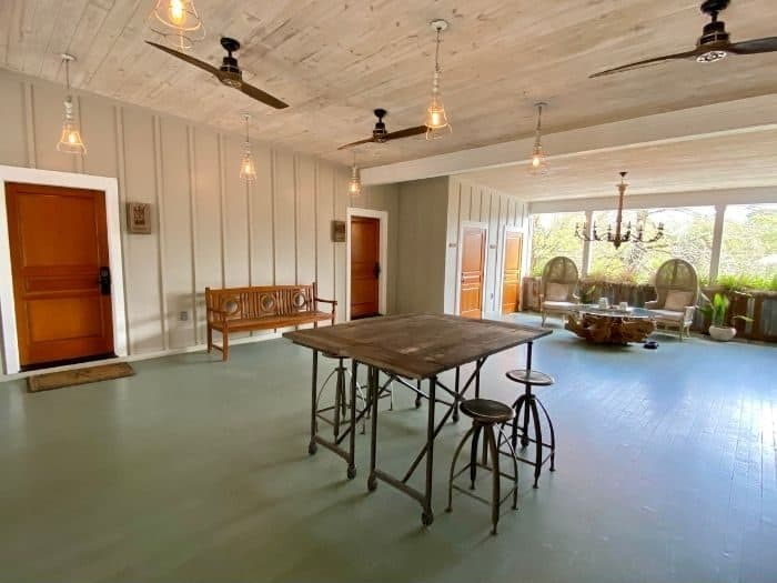 common space for the The Roost Hotel in Ocean Springs