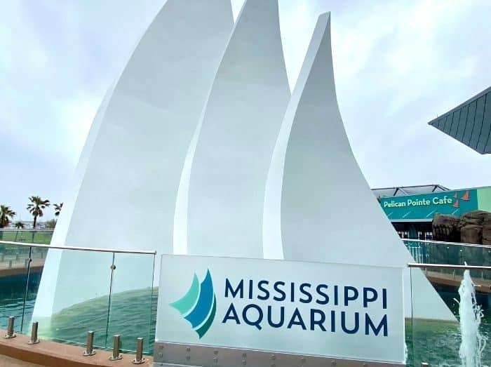 fountain at Mississippi Aquarium
