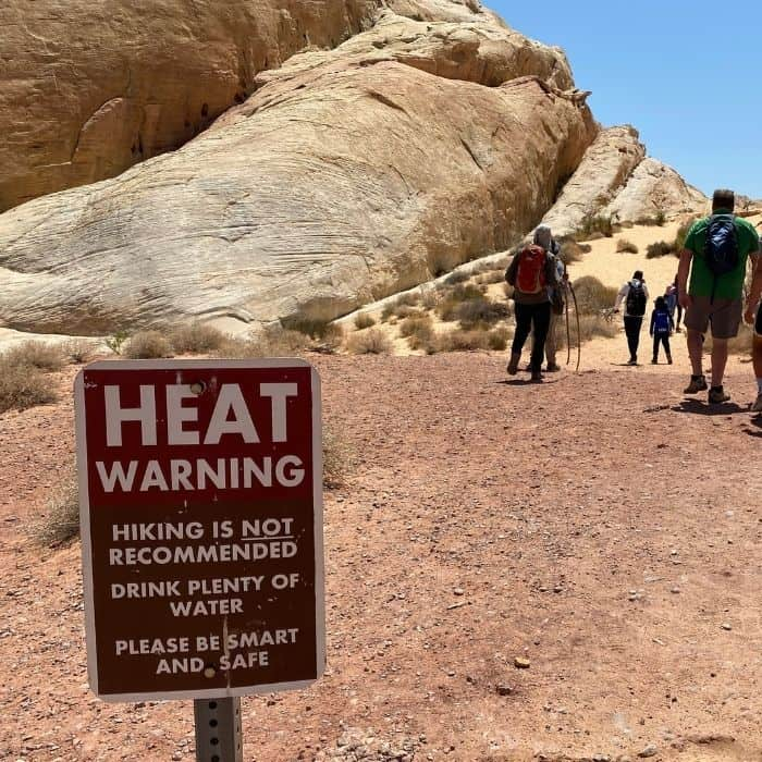 heat warning sign at white domes hike at Valley of Fire State Park