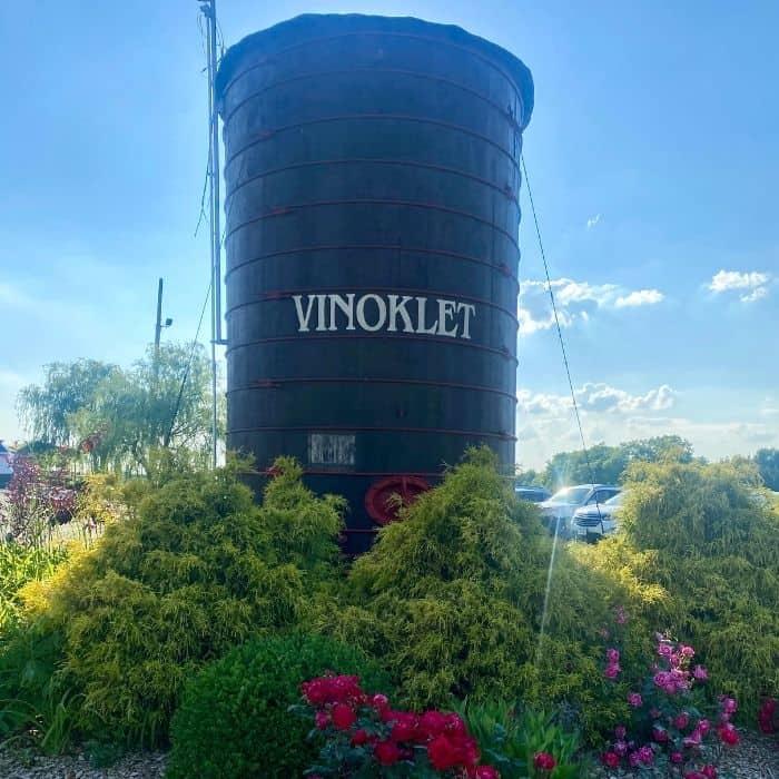 Vinoklet winery sign