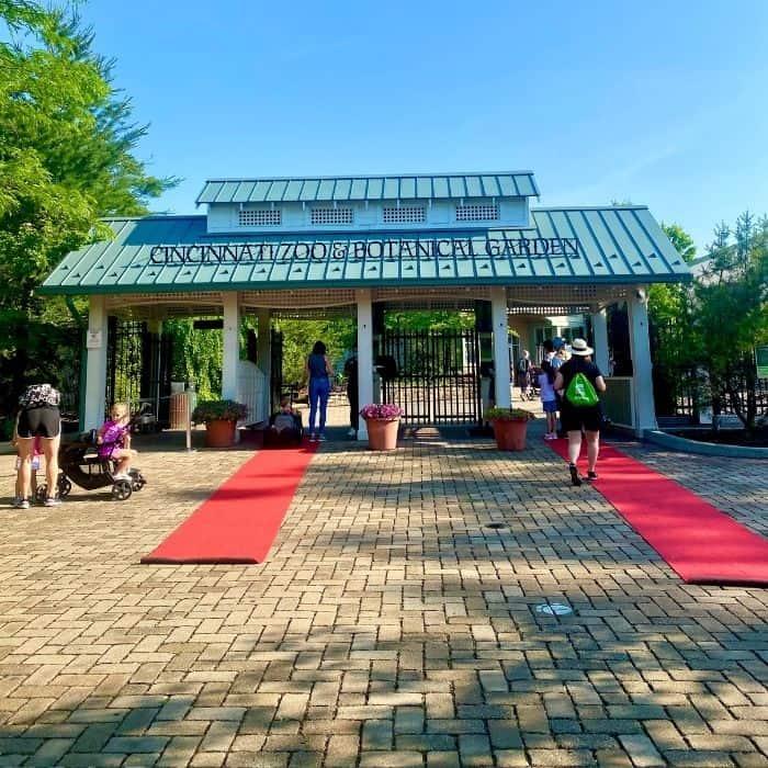 entrance to the Cincinnati Zoo
