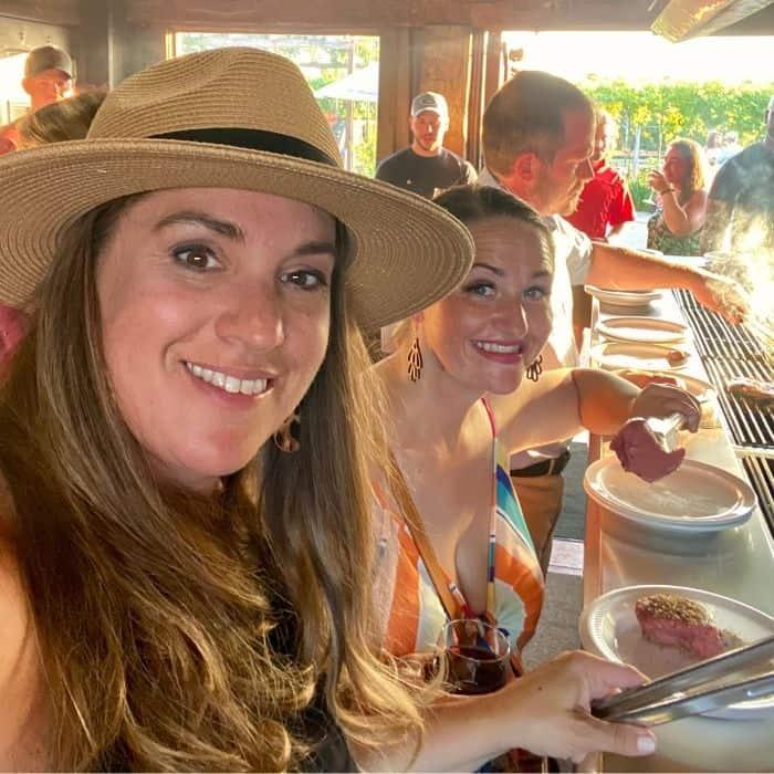 friends grilling their dinner at Vinoklet Winery