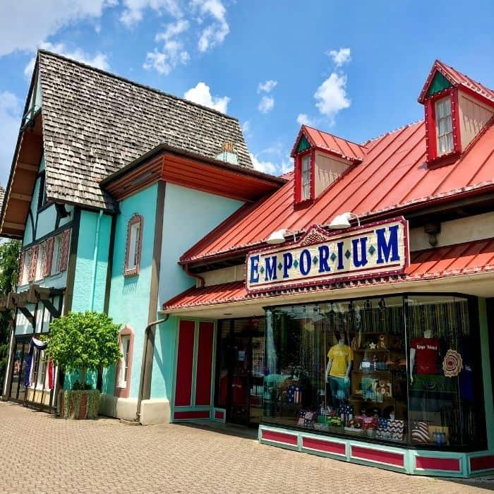 shops on International Street at Kings Island