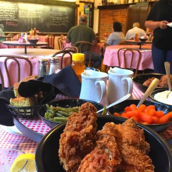 fried-chicken-Schoolhouse-restaurant