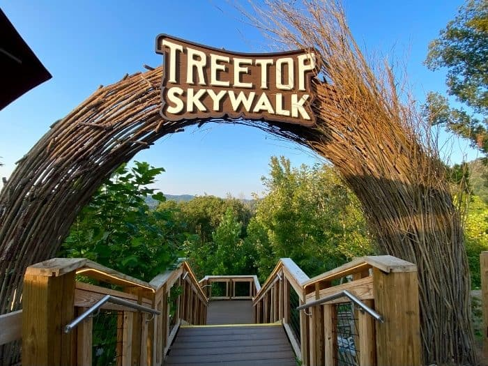 sign for entrance to Treetop Skywalk